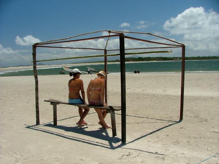 Foto tirada basicamente ao meio dia. Ilha do Mel, Brazil, 2005. Créditos Carlos Eduardo Santoro do Trilobita filmes